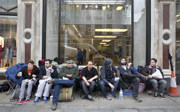 https://www.telegraph.co.uk/technology/apple/iphone/10320305/Who-are-the-geeks-queuing-for-the-new-iPhone.html